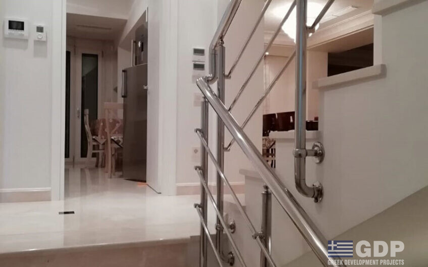 Villa for sale in Varkiza, Greece