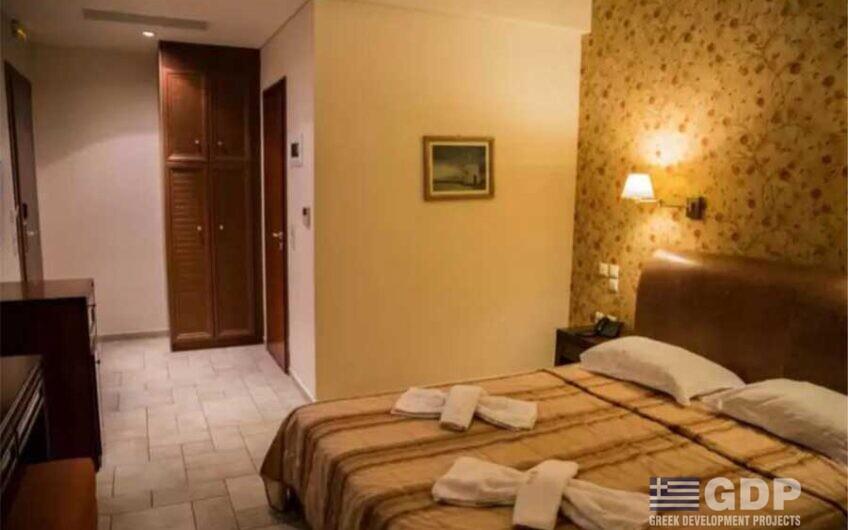 מלון פעיל למכירה בלפקדה, יוון